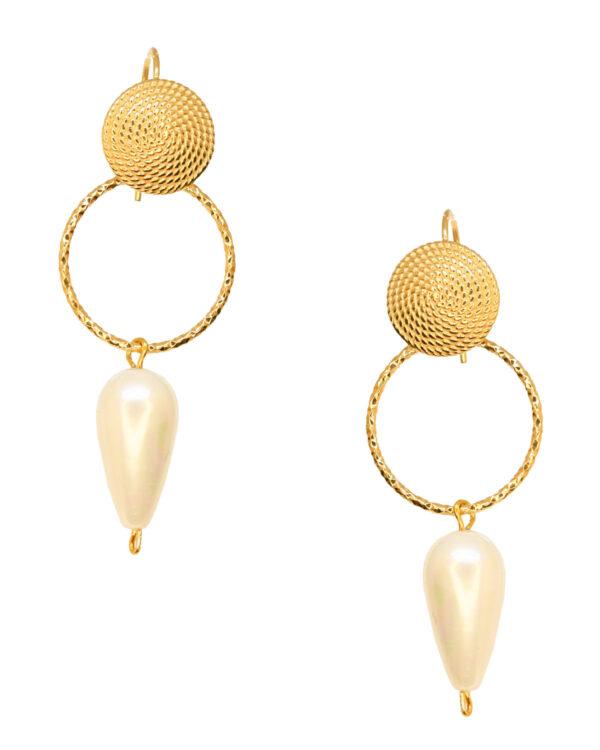 Ένα υπέροχο ζευγάρι επιχρυσωμένα σκουλαρίκια από ασήμι 925 με πέρλα από την εταιρεία KIKI. Μια μοναδική δημιουργία που θα τραβήξει όλα τα βλέμματα.